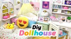 Cute Miniature Room Decor With Undertale, Neko Atsume, Emoji, Pusheen . Diy Dolls House Plans, Dollhouse Toys, Dollhouse Ideas, Miniature Dollhouse, Modern Dollhouse, Life Hacks Diy, Easy Diy Room Decor, Beautiful Barbie Dolls, Miniature Rooms