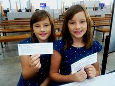 Agora ninguém mais vai confundir as gêmeas Júlia e Letícia Bonelli do Prado. As duas foram ao foram com a mãe, Elaine Cristina, tirar Carteira de Identidade no Poupatempo Catanduva. #MeuPrimeiroRG #bebêPoupatempo #cidadania .