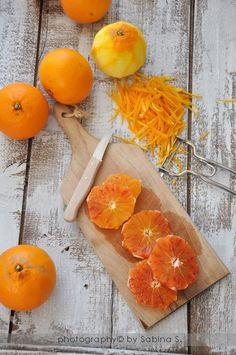 Due bionde in cucina: Marmellata di arance | Nota di banallyoriginal: ho scelto questa ricetta perché non prevede l'ammollo delle arance per giorni, il che è un gran vantaggio per chi non saprebbe dove tenere un kilo di arance in ammollo :-)