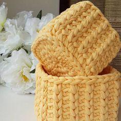 Lindo kit de cestos, amei By Crochet Box, Crochet Purses, Crochet T Shirts, Crochet Clothes, Crochet Decoration, Unique Crochet, Yarn Crafts, Crochet Projects, Crochet Patterns