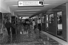 El 4 de septiembre de 1969 fue inaugurado formalmente el servicio de Chapultepec a Zaragoza de la Línea 1 del Metro. Un tren de la compañía francesa Alsthom, decorado con franjas tricolores y el escudo nacional mexicano a sus costados realizó el recorrido inaugural entre las estaciones Insurgentes y Zaragoza. Foto: Daniel Arellano Bonilla.