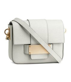 Cross body bag in white. H&M. #ACCESSORIZEINHM