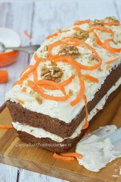 Een joekel van een wortelcake. Lekker kruidig met een bite van walnoten. En natuurlijk met een zachte roomkaas-glazuur. Carrot poundcake.
