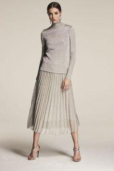 Ralph Lauren Pre-Fall 2018 New York Collection - Vogue dresses for work Ralph Lauren Pre-Fall 2018 Fashion Show Look Fashion, Runway Fashion, Fashion Outfits, Womens Fashion, Fashion Tips, Fashion Design, Fashion Trends, Fashion 2018 Style, Fashion Websites