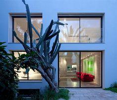 Modern Minimalistic Urban Villa in Tel Aviv