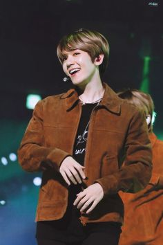 who ever thought that some innocent minded and cute male would claim a gang leaders heart. not park chanyeol that's for sure. Luhan And Kris, Kris Wu, Baekhyun Chanyeol, Kpop Exo, Exo K, Baekhyun Photoshoot, Jonghyun, Baekhyun Wallpaper, Exo Concert
