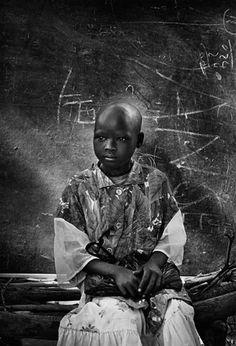 Sebastião Salgado.  Escola do campo de Natinga para sudaneses deslocados. Sul do Sudão. 1995.