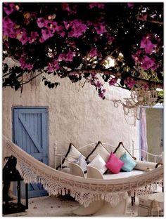 Ideas para el patio del hogar. Buganvilla. Hamaca. Sillones. Cojines