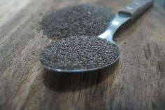 Chia seeds are the latest 'it food'. Everyone seems to be talking about this supposedly ideal superfood. Discover the benefits of chia seeds at JustIngredients. Chia Benefits, Health Benefits, Water Benefits, Superfoods, Nutrition Herbalife, Psyllium, Salud Natural, Anti Inflammatory Recipes, Omega 3