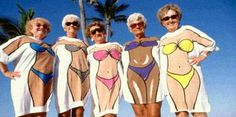 Grandmas with sense of humor . et si vieillesse pouvait ! Funny Greeting Cards, Young At Heart, Aging Gracefully, Forever Young, Old Women, Getting Old, Make You Smile, Alter, Funny Photos