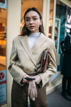 Street Style im Herbst 2018 der Paris Fashion Week - Mode Outfits Fashion Week Paris, Paris Street Fashion, Autumn Fashion Casual, Fall Fashion Trends, Winter Fashion, Casual Winter, Fall Trends, Fashion Ideas, Fashion Inspiration