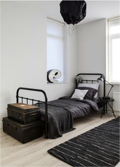 Creating a vintage space doesn't always mean lots and lots of things. If you prefer to keep things minimal, this rooms shows you can still have a stylish vintage space that's pared back.