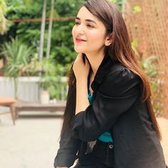 Image may contain: one or more people and people standing Yumna Zaidi, Girls Dp Stylish, Pakistani Street Style, Girl Photography Poses, Pakistani Actress, Girls Dpz, Beautiful Celebrities, Celebs, Actresses