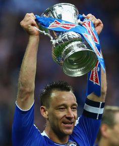 When John Terry lifted the FA Cup 2012 on May 2012 he became the first Captain to lift the FA Cup 4 times with the same club. Chelsea News, Chelsea Fc, Chelsea Football Team, Fa Cup Final, Latest Sports News, Champions League, Football Players, Liverpool, Affair