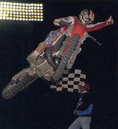 JMB remporte son premier SX international à Tokyo en 1989