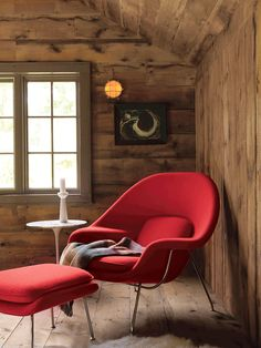 Is there anything better than curling up in your Womb Chair? Womb Chair & Ottoman, designed by Eero Saarinen.