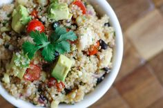 Southwest Chicken Quinoa Salad - delicious but no cilantro next time Skinny Recipes, Healthy Recipes, Yummy Recipes, Southwest Quinoa Salad, Chicken Quinoa Salad, Quinoa Salat, Main Dish Salads, Main Dishes, Side Dishes