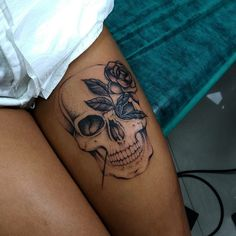Cool Skull Tattoos For Women – My hair and beauty Piercing Tattoo, Tattoo P, Tattoo Trend, Piercings, Tattoo On Leg, Back Thigh Tattoo, Butterfly Thigh Tattoo, Skull Tattoos, Body Art Tattoos