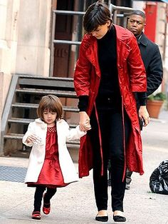 Hair - beautiful - hermoso - moda - look - style - estilo - inspiration - inspiração - fashion - elegant - elegante - chic - black - preto - coat - casaco - White - branco - Janie & Jack - dress - vestido - red - vermelho - Shoes - sapato - Nordstrom - sapatilha - pantyhose - meia calça - Tights - kid - child - criança - niña - menina - girl - Princess - princesa - baby - bebê - daughter - filha - hija - mother - mãe - madre - mom - mamãe - mamá - December - 2008 - Katie Holmes - Suri Cruise