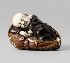A Tokyo schoo wood and ivory netsuke of a sleeping Hotei, by Hôshû. Late 19th century, Auktion 1036 Netsuke aus der Sammlung Kolodotschko, Teil I, Lot 302