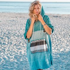 Surf Poncho, Surfergirl Style, Towel Dress, Girl Tips, Clothing Hacks, Swimsuits, Swimwear, Mantel, Cover Up