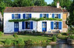 Marais Poitevin Riverside Village, Cottage Shabby Chic, Places To Visit, Mansions, Architecture, House Styles, Charentes, Photography, Prestige
