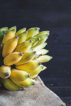 Bananas by Thai Thu on Red Banana Tree, Banana Fruit, Vegetables Photography, Fruit Photography, Photography Poses, Thai Recipes, Healthy Recipes, Healthy Food, Pistachio Tree