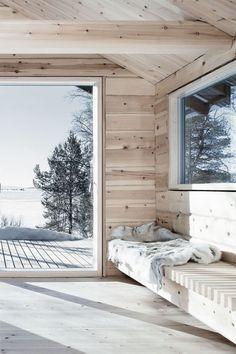 A cosy corner in Hytte Femunden, a cabin designed by Norwegian architect Aslak Haanshuus. Photo by Tom Gustavsen via Aslak Haanshuus Arkitekter. Old Cabins, Cabins In The Woods, Ideas Cabaña, Interior Exterior, Interior Design, Interior Ideas, Interior Inspiration, Scandinavian Cabin, Winter Cabin
