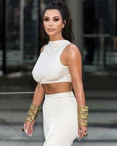 Kim Kardashian joins Gigi, Kendall and Rosie at CFDA Fashion Award Robert Kardashian, Khloe Kardashian, Kim Kardashian Sisters, Kardashian Workout, Kardashian Fashion, Kardashian Kollection, Kendall, Kim K Style, Femmes Les Plus Sexy