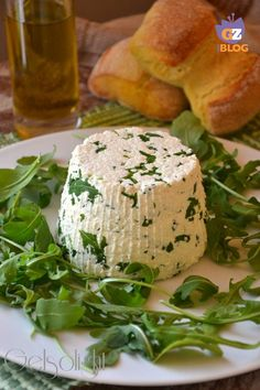 formaggio con rucola fatto in casa vert Antipasto, Tofu, Queens Food, A Food, Food And Drink, Homemade Pickles, Salty Foods, Time To Eat, Food Illustrations