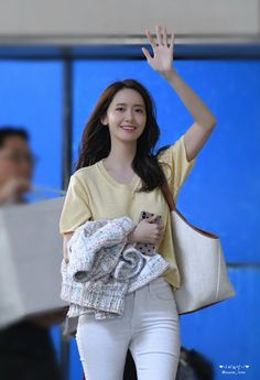 It's Britney bitch Yoona Snsd, Sooyoung, Girls Generation, Yuri, Snsd Airport Fashion, Singer Fashion, Im Yoon Ah, All American Girl, Casual Fall Outfits