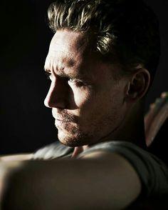 Tom Hiddleston photoshoot for 'Flaunt' Magazine by Jason Hetherington - HQ Pictures - (x) Thomas William Hiddleston, Tom Hiddleston Loki, Hiddleston Daily, Gorgeous Men, Beautiful People, Hello Gorgeous, Beau Gif, Toms, Portraits