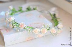 Венок для невесты `Нежно-розовый`. Отлично подойдет для фотосессии девочки или девушки. А так же подойдет для романтичной невесты (могу из этих же цветов сделать бутоньерку, браслет на руку, брошь для подружки невесты, либо другие необходимые аксессуары на заказ).