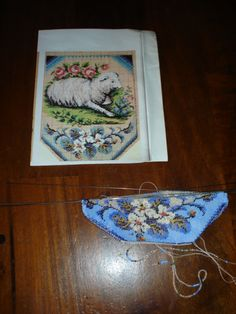 Knitting a beaded purse with antique beads. Tineke Nieuwenhuijse