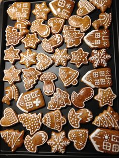 Billedresultat for joulupipari Gingerbread Decorations, Gingerbread Man Cookies, Xmas Cookies, Christmas Gingerbread, Cake Cookies, Cupcake Cakes, Xmas Food, Christmas Cooking, Christmas Desserts