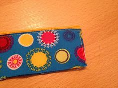 made by Alex: Tasche aus einer Jeans - Tutorial Diy Jeans, Recycle Jeans, Diy Gifts To Sell, Denim Scraps, Sewing Projects, Projects To Try, Jean Purses, Organisation Hacks, Patchwork Bags
