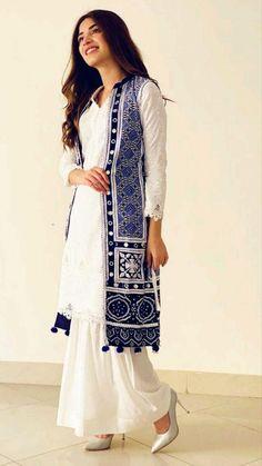 Pakistani Fashion Party Wear, Pakistani Fashion Casual, Pakistani Dresses Casual, Indian Fashion Dresses, Pakistani Dress Design, Indian Designer Outfits, Fashion Outfits, Stylish Dress Book, Stylish Dresses For Girls