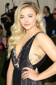 50 facts about actress and model Chloë Grace Moretz Girl Celebrities, Celebs, Blake Lovely, Chloë Grace Moretz, Beautiful Young Lady, Famous Girls, Gold Hair, Miranda Kerr, Hollywood Actresses