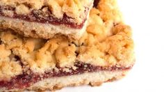 طريقة عمل كيكة مبشورة بمربى المشمش - So yummy cake stuffed with apricot jam recipe