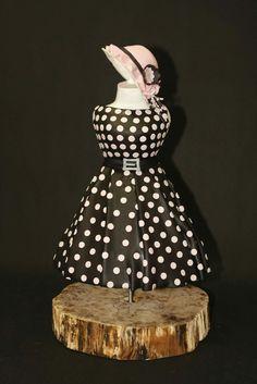 Sweet dress cake by Dortovi.cz