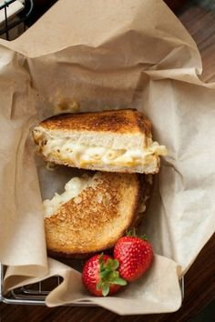 mac & cheese grilled cheese--OMG my 2 comfort foods rolled into one