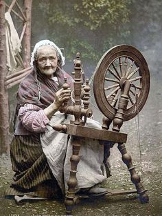 Irish Spinner and Spinning Wheel. County Galway, Ireland - photo of Irish Spinner and Spinning Wheel. This color photochrome print was made between 1890 and 1900 in Ireland. The photo documents Irish Spinner and Spinning Wheel. Old Pictures, Old Photos, Vintage Photos, Witch Pictures, Vintage Postcards, Fiber Art, Just In Case, Mythology, Fairy Tales