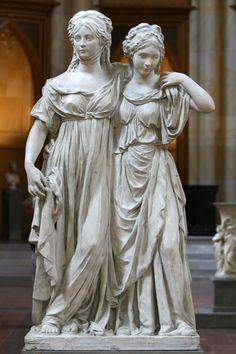 """Die """"Prinzessinnengruppe"""" des Bildhauers Gottfried Schadow von 1795 Stellt Prinzessin Luise und ihre Schwester Friederike dar. Sie steht heute in der Eingangsachse der Alten Nationalgalerie."""