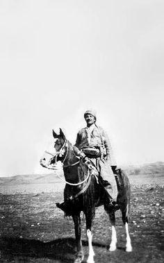 Kurdish Leader Merûf Berzencî in Kirkûk, 1957. Great Shot! ➡ https://m.facebook.com/khmrf/?refid=13