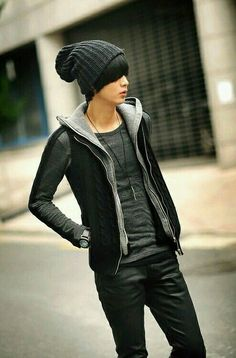 nice Great combination of blacks and greys, for a casual look. Asian Men Fashion, Korean Fashion Winter, Kpop Fashion, Japanese Fashion, Mens Fashion, Street Fashion, Estilo Cool, Mode Man, Outfits Hombre