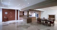 Současná kuchyně s luxusní mramorovou podlahou. Margraf
