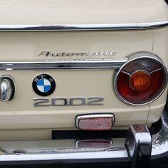 628 отметок «Нравится», 4 комментариев — neuemotorsports.com (@neuemotorsports) в Instagram: «Sahara Roundie Automatic #neuemotorsports #bmw #bmw2002 #2002 #e10 #m10 #r3vlimited #classicbmw…»