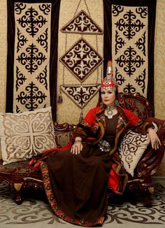 Maira Mukhamedkyzy – Kazakh opera singer in a national costume