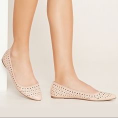 """Forever 21 Faux Leather Perforated Flats Ooo check out these faux leather flats! Really cute with a pointed toe and geo perforated design! These are the perfect color too...can be paired with any outfit! Worn once!  • Color: Blush • Size: 7.5 • Shaft: 2.5"""" • Padded insole • Like New! Forever 21 Shoes Flats & Loafers"""