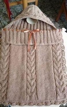 Materiales: 400 gramos de lana para agujas del número 6 ó 7 mm. Aguja auxiliar para trabajar las trenzas. Un ganchillo del n...